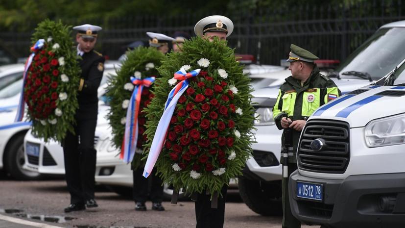 Погибших на аппарате ВМФ подводников похоронили в Петербурге