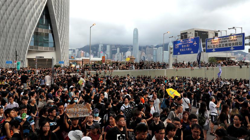 Из-за протестующих в Гонконге закрыли железнодорожный терминал