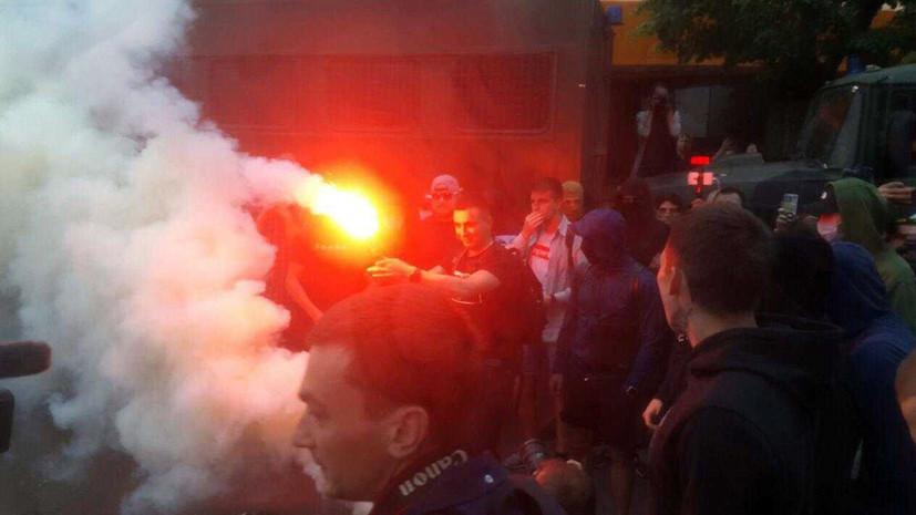 СМИ: У офиса канала NEWSONE в Киеве проходит акция протеста
