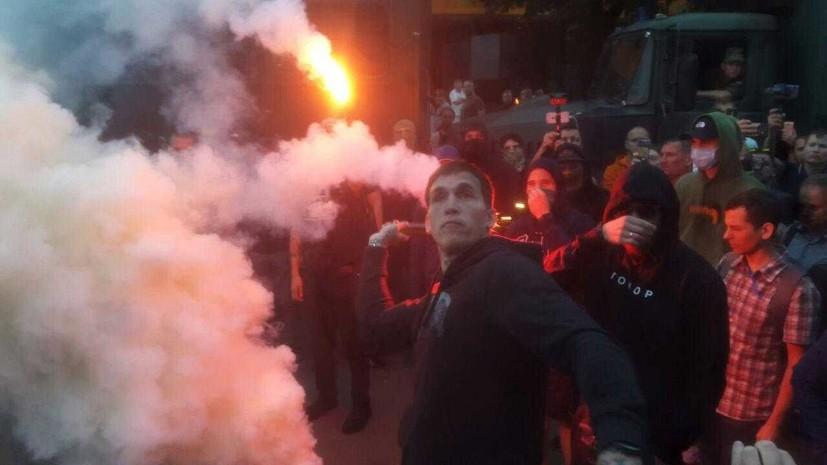 NEWSONE осудил протестные акции у редакции в Киеве из-за телемоста