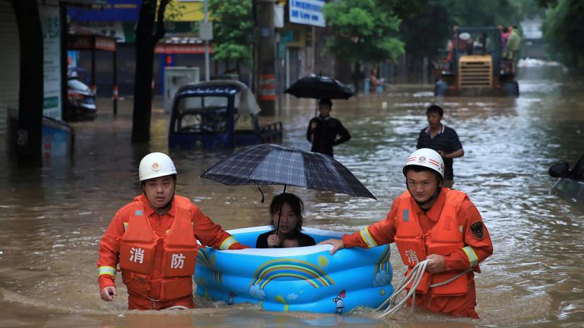 В Китае из-за проливных дождей погибли три человека