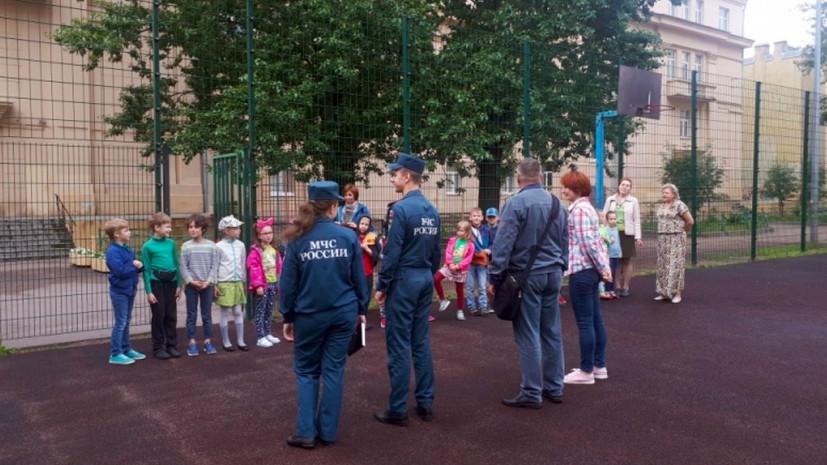 Спасатели провели учебную эвакуацию в летнем оздоровительном лагере в Петербурге