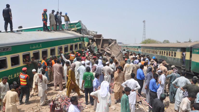 В Пакистане 11 человек погибли при столкновении поездов