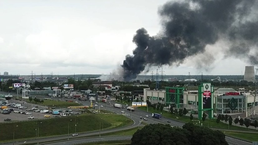 Здание и склад загорелись у ТЭЦ в Мытищах