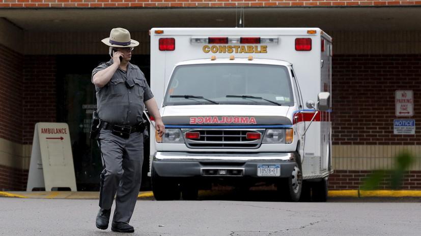В США восемь человек пострадали из-за врезавшегося в ресторан такси