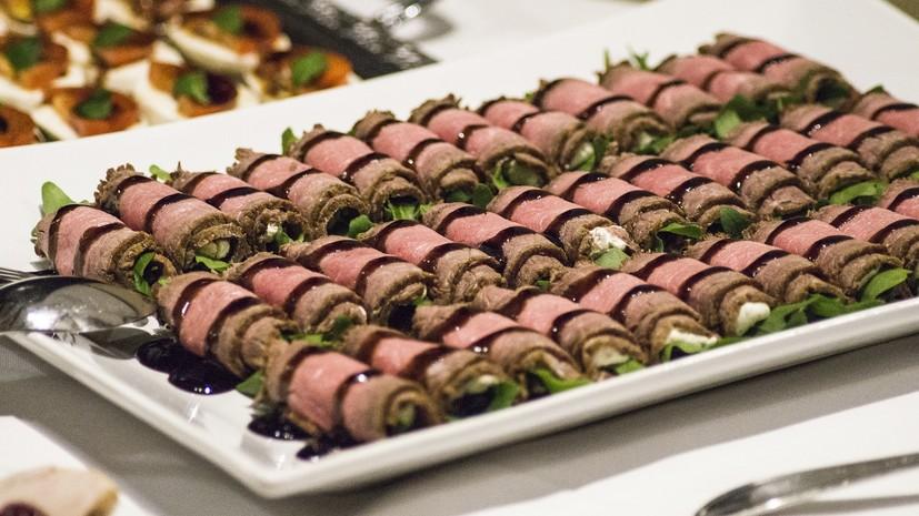В Турции рассказали о повторном использовании еды на шведских столах