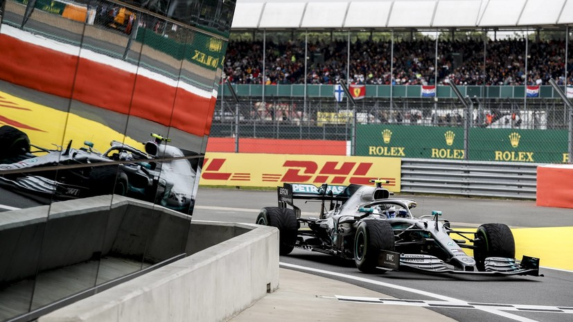 Пилот Mercedes Боттас выиграл квалификацию Гран-при Великобритании