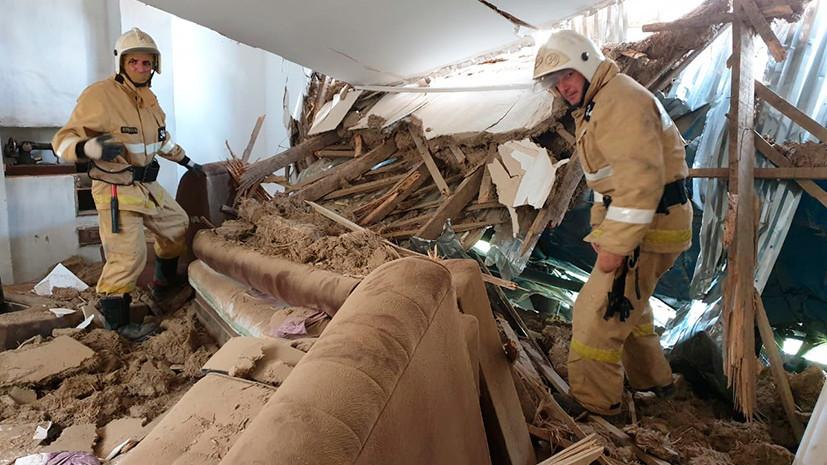 В Чечне легкомоторный самолёт упал на частный жилой дом