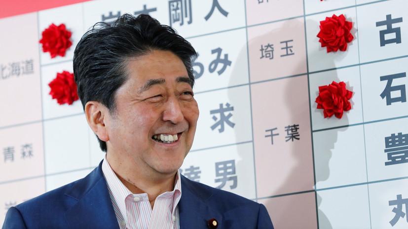 Блок Абэ сохранил большинство в верхней палате парламента Японии