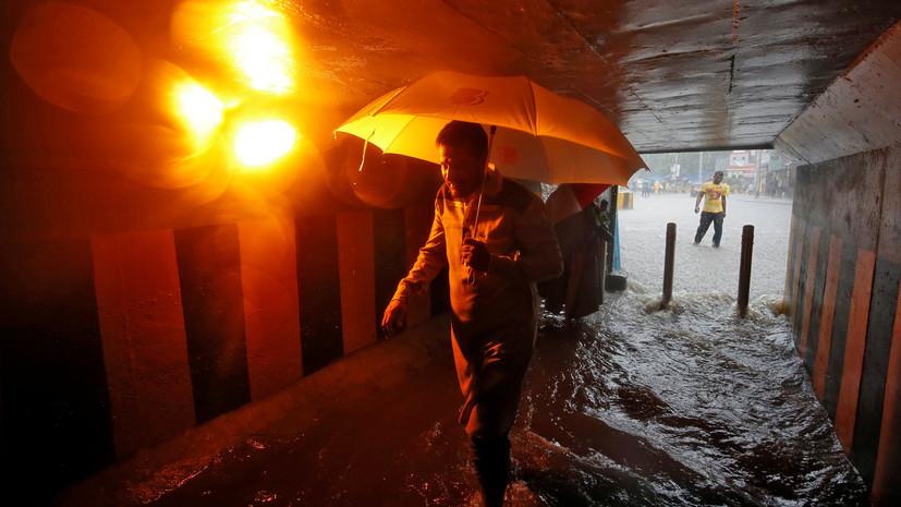 Число жертв наводнения в Индии достигло 166