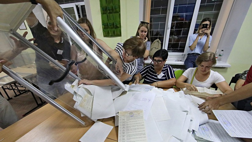 Партия Зеленского лидирует по итогам обработки более 70% протоколов