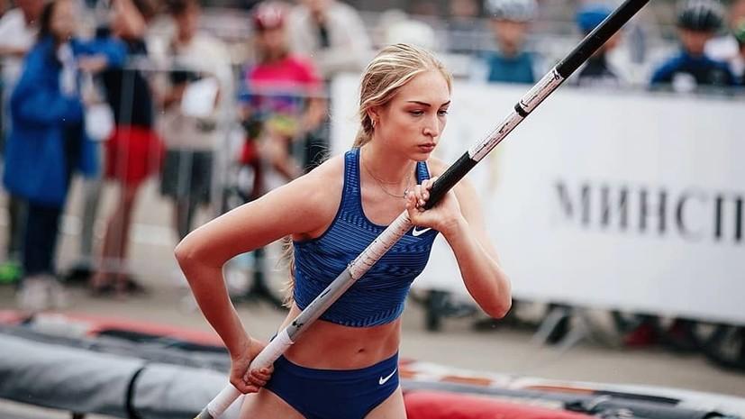 Легкоатлетка Гатауллина отметила победу на юниорском ЧЕ с пледом вместо флага