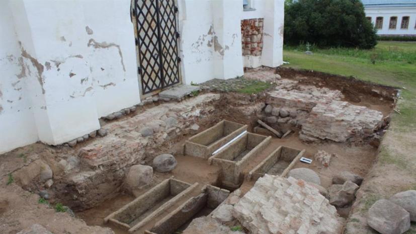 В Новгороде найдены саркофаги домонгольского периода