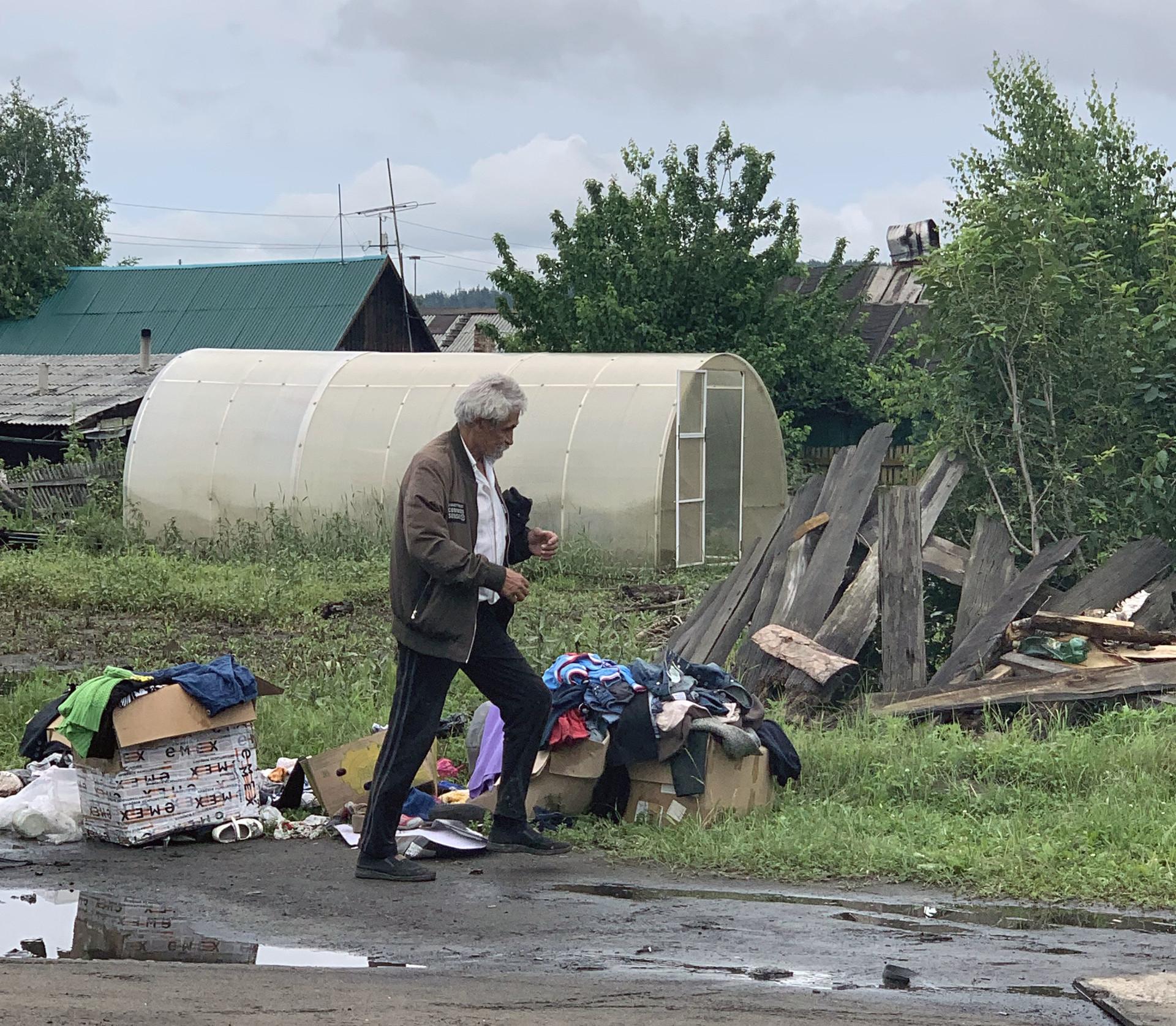 Многие в Тулуне потеряли вообще всё имущество, только благодаря гуманитарной помощи людям есть во что одеться