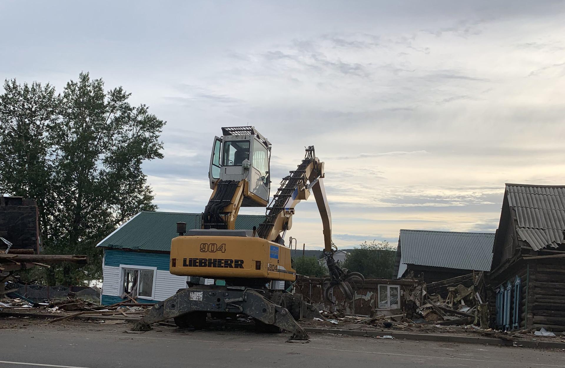 Многие дома в Тулуне были разрушены полностью, все обломки предстоит собрать с помощью техники
