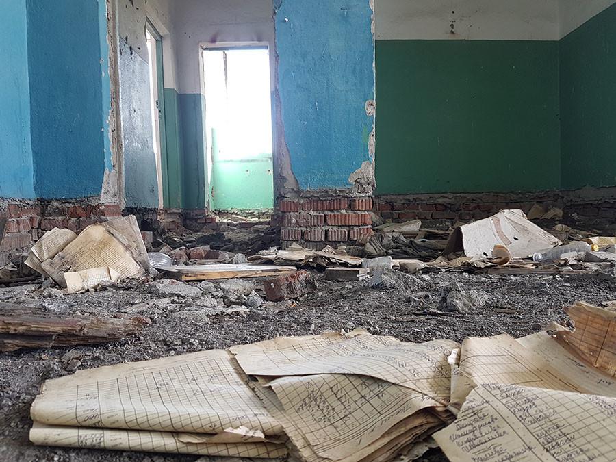 •Конторская книга с последними покупками, сделанными в магазине перед отселением деревни Муслюмово