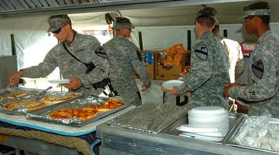Пицца в полевой столовой армии США в Ираке