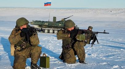 Арктические мотострелки Северного флота  впервые в современной российской истории совершили высадку на остров Голомянный архипелага Северная Земля