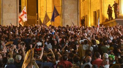 Архивное фото. Митинг у здания парламента в Тбилиси 20 июня 2019 года