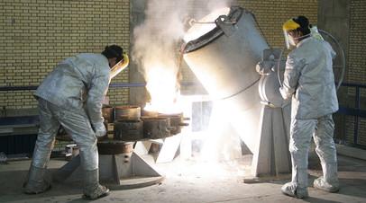 Технические работы внутри установки по производству урана, Иран, Исфахан