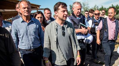 Президент Евросовета Дональд Туск и украинский лидер Владимир Зеленский в Луганской области, 7 июля 2019-го