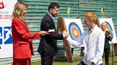 Владимир Зеленский во время посещения спортивной базы в Конча-Заспе
