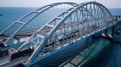 «Ход движения поездов будет плавным и почти бесшумным»: строители завершили укладку рельсов на Крымском мосту
