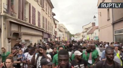 Во Франции прошли протесты против полицейской жестокости