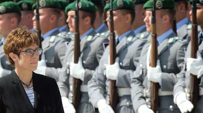 «Услуга господину Трампу»: почему преемницу Меркель критикуют за планы увеличения военных расходов