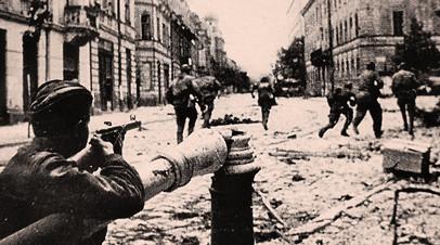 Красноармейцы во время боёв за освобождение Львова. Июль 1944 года