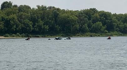 В Подмосковье легкомоторный самолёт упал в карьер с водой