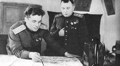 Иван Черняховский (на переднем плане)