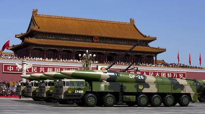 Китайские мобильные комплексы с баллистическими ракетами средней дальности DF-26
