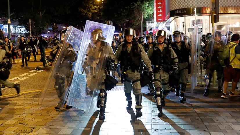 Полиция в Гонконге применила против протестующих слезоточивый газ