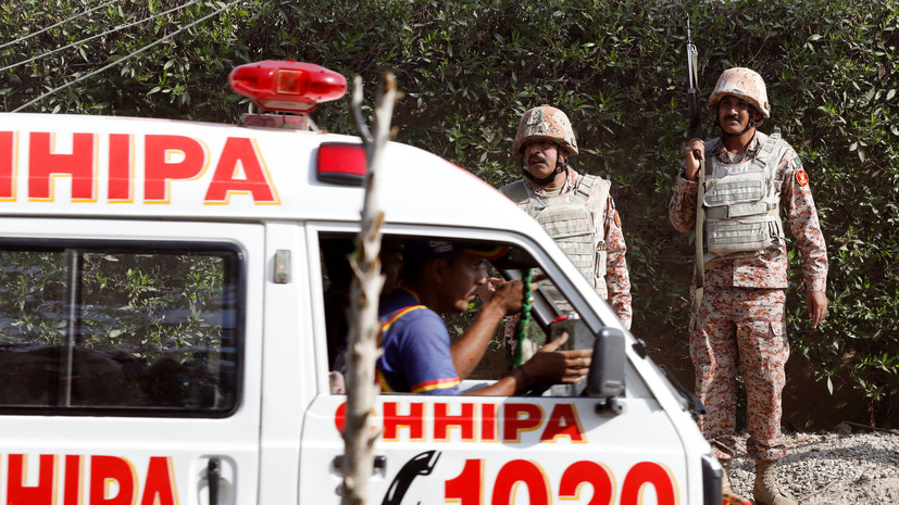 Два человека погибли и 13 пострадали в результате взрыва в Пакистане