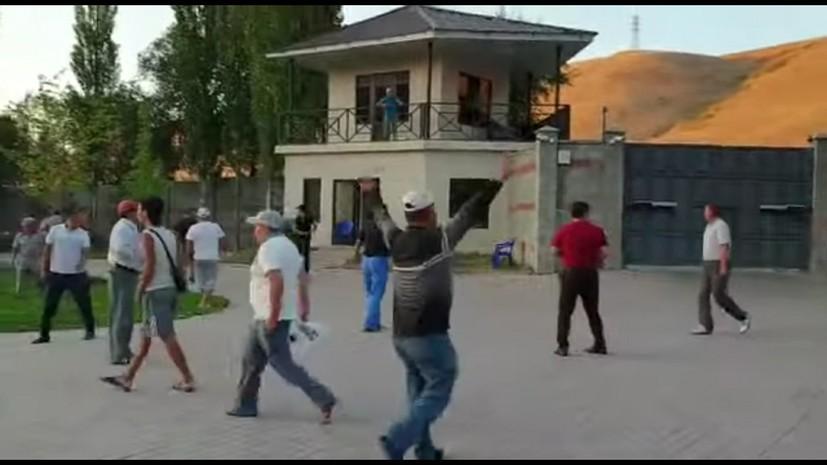 В Бишкеке начался разгон сторонников Атамбаева с центральной площади