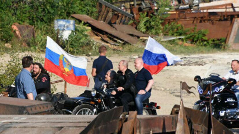Путин прибыл на мотоцикле на байк-шоу в Крыму