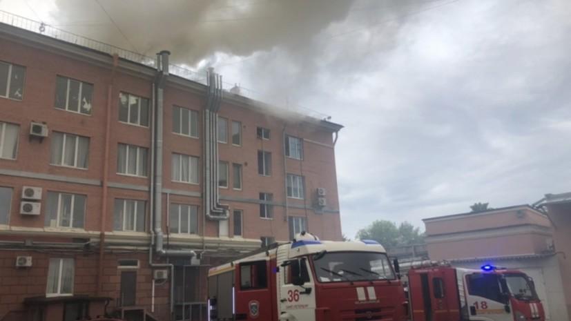 В МЧС заявили о локализации пожара в бизнес-центре Петербурга