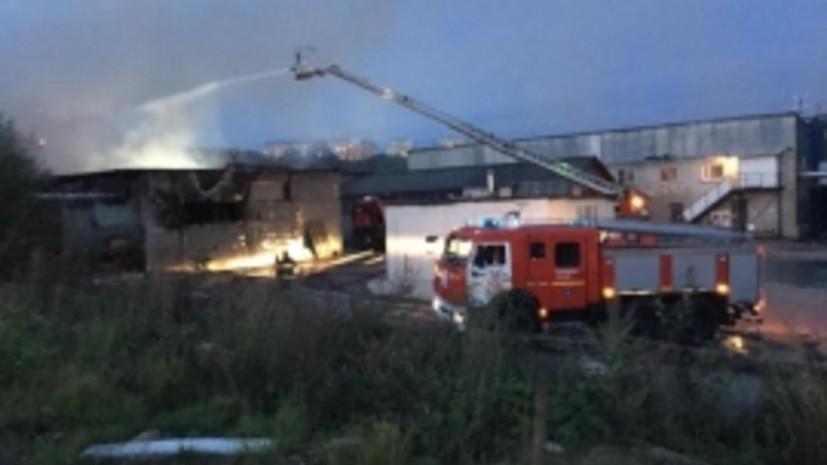 Пожар в ангаре на севере Москвы ликвидирован