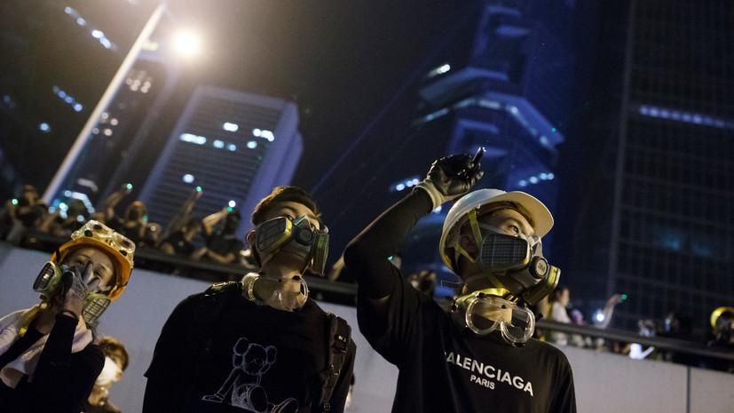 Гонконгские демонстранты покидают район правительственных зданий