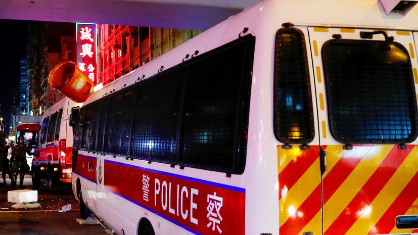 В Гонконге в результате атаки мужчины с ножом пострадали три человека