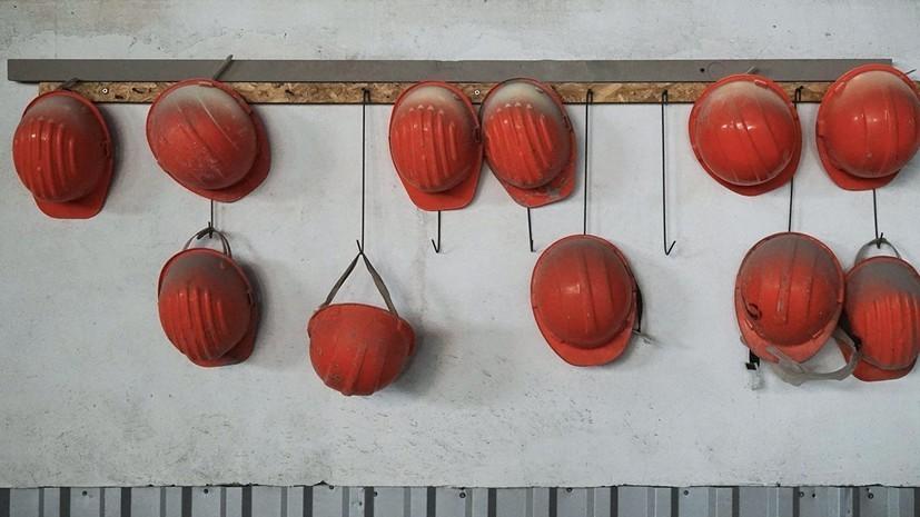 Рабочий ранен в результате обрушения породы в шахте на Урале