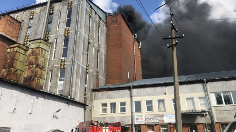 В Петербурге локализовали пожар на складе свечей