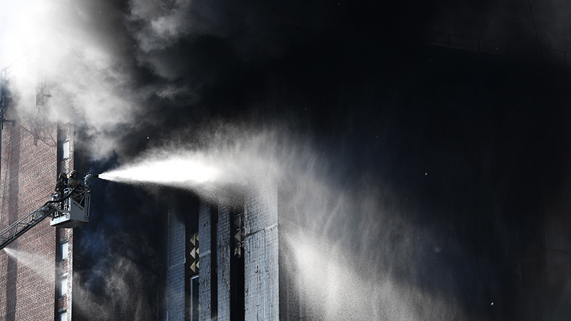 В Петербурге ликвидировано открытое горение в складском здании
