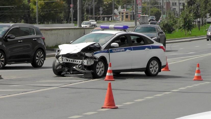 В Москве водитель автомобиля протаранил машину ДПС