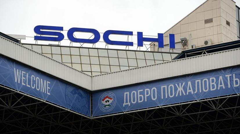 В Сочи совершил аварийную посадку самолёт «Уральских авиалиний»
