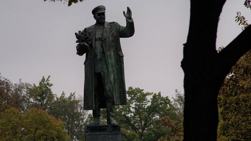 Россия заявила Чехии протест из-за осквернения памятника Коневу в Праге