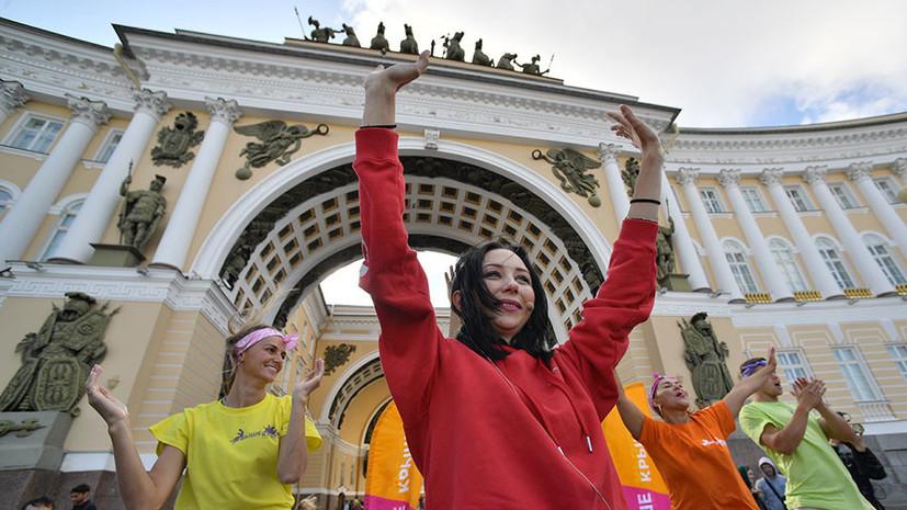 Зарядка Туктамышевой на Дворцовой площади, растяжка Загитовой и рекорд Валиевой: что обсуждают в мире фигурного катания