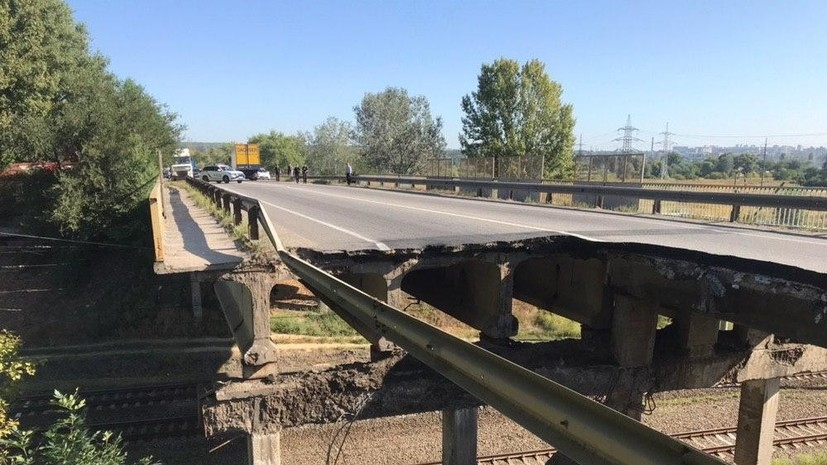 Под Харьковом обрушился автомобильный мост