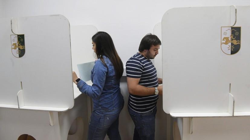 Хаджимба и Квициния вышли во второй тур выборов президента Абхазии